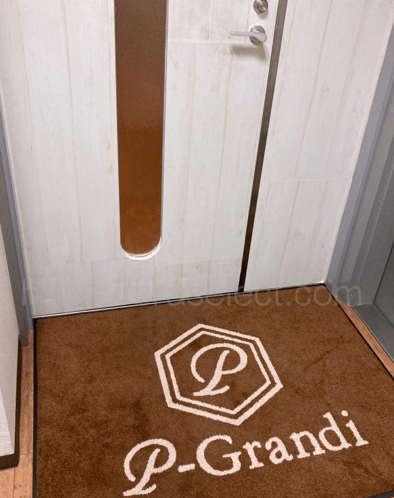 ピーグランディー玄関